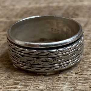 Jewelry - 925 Sterling Silver Spinning Ring